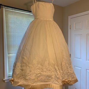Vera Wang Luxe Wedding Gown - Size 4